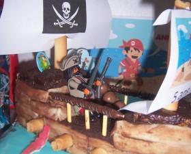 Gateau en forme de bateau pirate