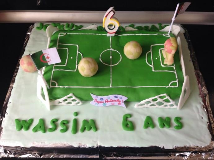 gâteau d'anniversaire en forme de terrain de foot | …dans ma