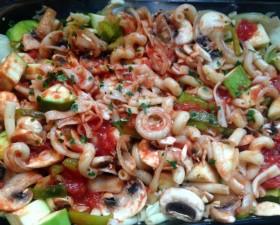 Plat familial pâtes légumes au four