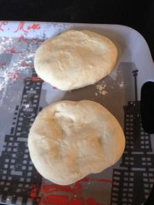 Pâte à pizza épaisse et moelleuse