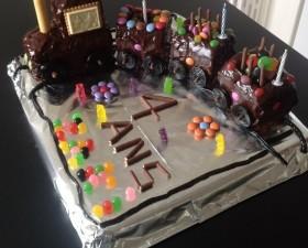 Gâteau d'anniversaire en forme de train