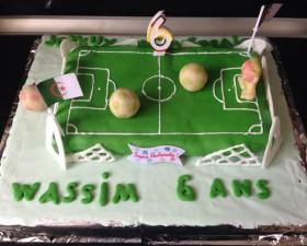 Gâteau en forme de terrain de foot